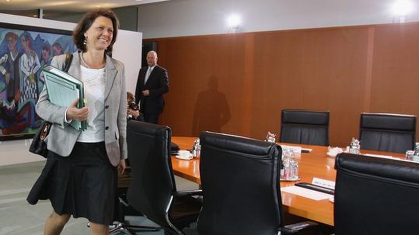 """Lebensmittel: Verbraucherschutzministerin Ilse Aigner (CSU) räumt ein, man werde die von Verbraucherschützern geforderte Ampelkennzeichnung """"wohl nicht vorgeschlagen"""""""