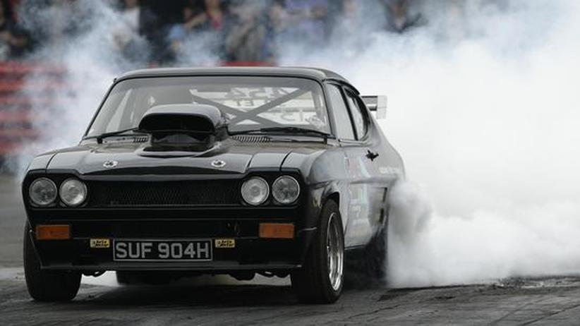 Ein Ford Capri beim Burnout