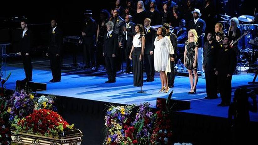 Trauerfeier: Jacksons prominente Freunde singen und reden und feiern damit eine Art profanen Gottesdienst