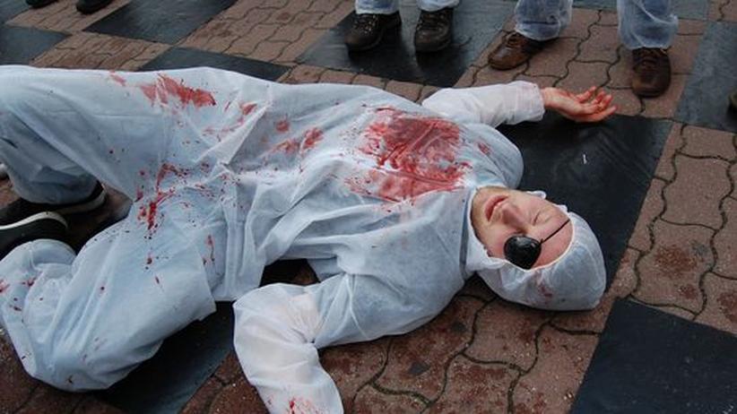 """Ein Opfer beim """"Killerschach"""" auf der Gamer-Demo"""