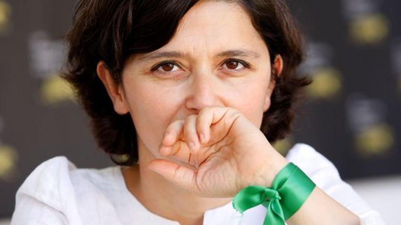 Film : Grün ist das Zeichen der Hoffnung. Die Filmemacherin Sepideh Farsi demonstriert damit ihre Sympathien mit der iranischen Opposition