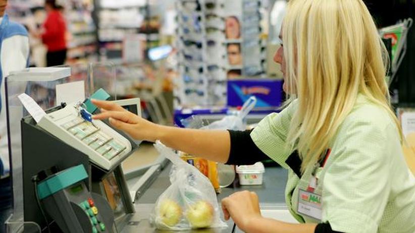 Kapitalismus: Arbeit an der Supermarktkasse