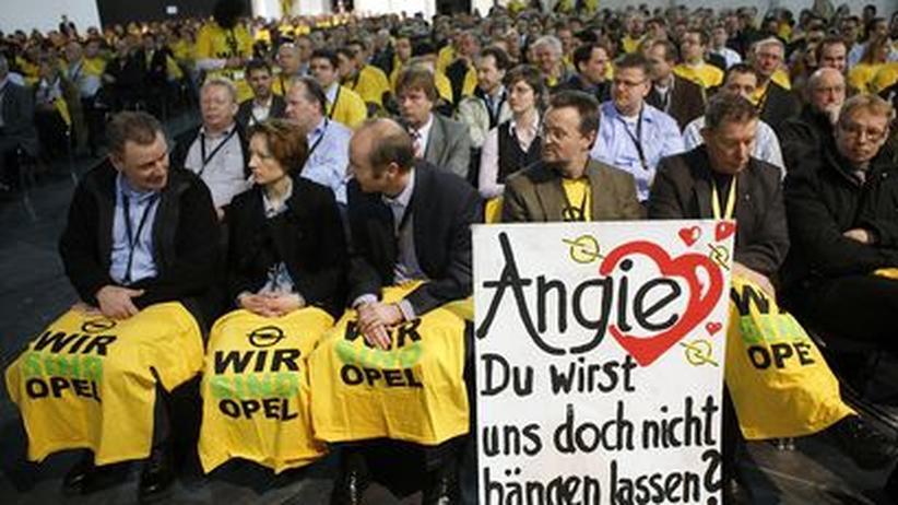 """""""Angie, Du wirst uns doch nicht hängen lassen"""": Opel-Werker warten auf Merkel"""