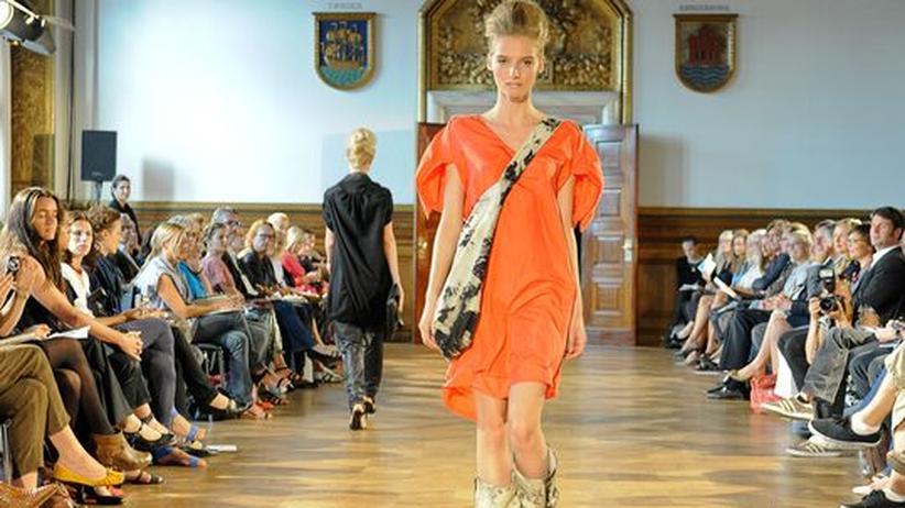 """Ökoleder und Biobaumwolle: Weit entfernt von """"Öko""""-Chic: Ein Entwurf der Berliner Designerin Esther Perbandt auf der Modenschau """"Bright Green Fashion"""" im Kopenhagener Rathaus"""