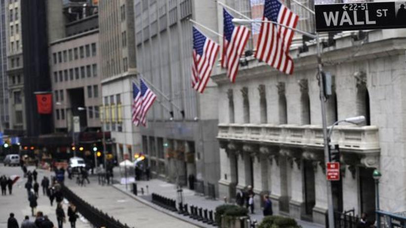 Blick auf die Wall Street und das Gebäude der New York Stock Exchange