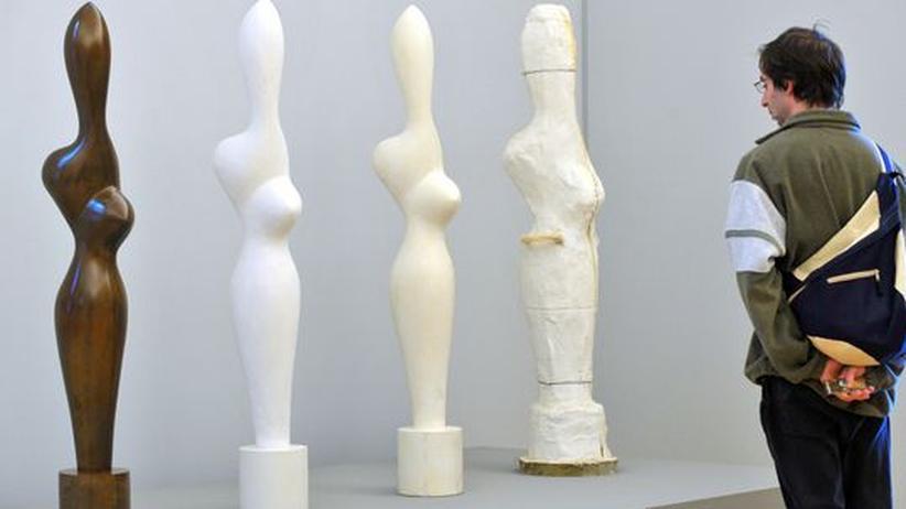 Kunst-Fälschungen: Hans Arp hatte eine sehr charakteristische Art, Plastiken zu formen - fälschungssicher ist seine Formensprache hingegen nicht