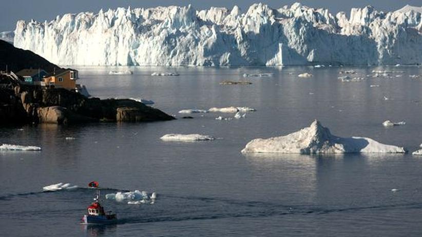 Seefahrt: Erstmals fahren deutsche Frachter durchs Nordpolarmeer nach Asien. Ein Eisbrecher bahnt ihnen den Weg