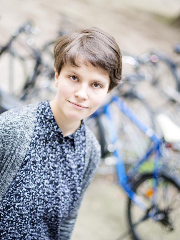 Effektiver Altruismus: Sara Nowak vor der Wirtschaftsfakultät der HU Berlin