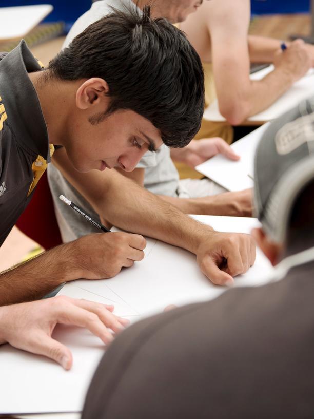 Flüchtlinge: Geflüchtete bekommen Deutschunterricht in einer Berliner Notunterkunft.