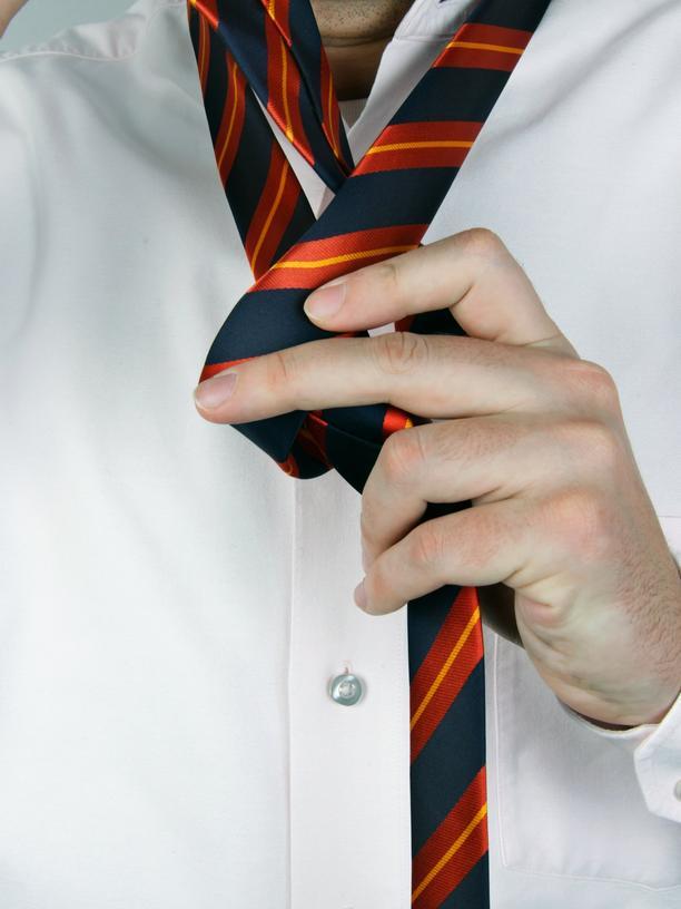 Bewerbungsgespräch: Falls Krawatte, bitte richtig geknotet