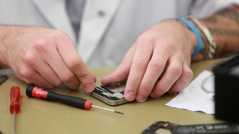 Ingenieure: Handys reparieren, Billy-Regale aufbauen