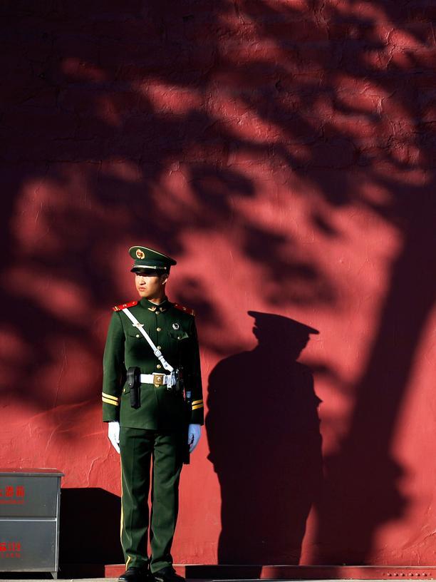 Polizisten bewachen die Asia-Pazifik-Konferenz