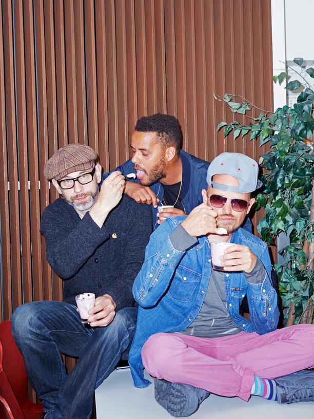 Beginner: DJ Mad (links) brachte früher sein eigenes Essen mit in die Mensa. Als Studenten aßen Denyo (hinten) und Jan Delay (rechts) dort fast nie.
