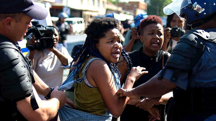 """Südafrika: """"Wir kämpfen auf dem Campus um unser Leben"""""""