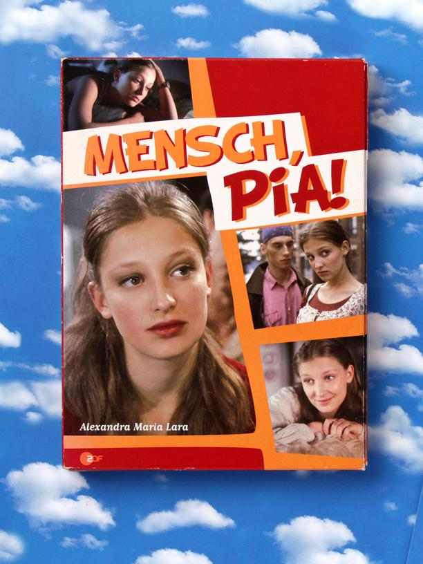 Alexandra Maria Lara: So sahen die Neunziger aus: die DVD-Box zur Serie »Mensch, Pia!«, die ab 1996 im ZDF lief.