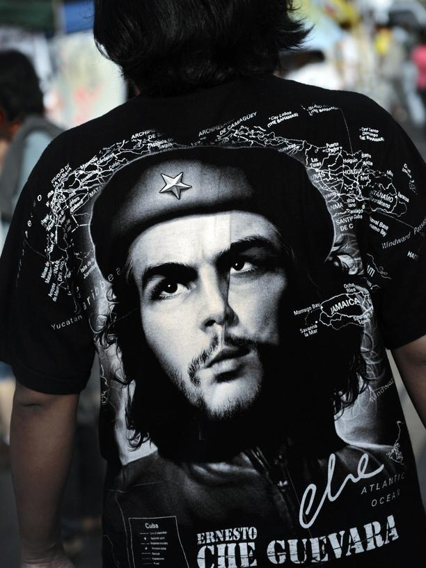 Ernesto Che Guevara: A member's of People's Alliance for Democracy (PAD) wears a tee shirt with the portrait of Che Guevara as he protest in front of the governement house in Bangkok on June 29, 2008.
