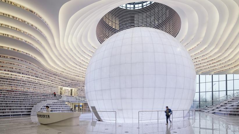 China: 33.700 Quadratmeter Platz für Bücher. Die Tianjin-Binhai-Bibliothek, die kürzlich fertiggestellt wurde, ist das Zentrum eines neuen Distrikts in der Hafenstadt Binhai.