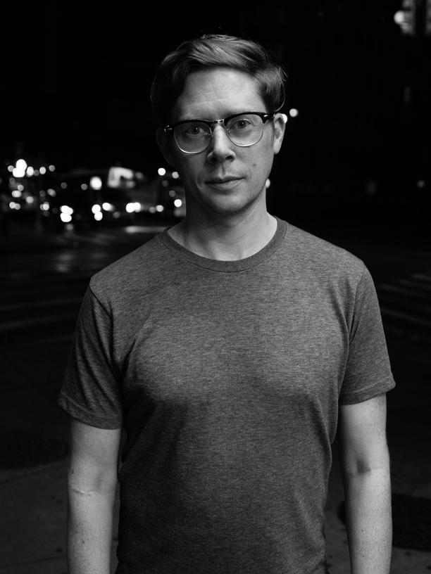 Occupy Wall Street: John Knefel, 36 Jahre alt, startete in New York als Stand-up-Comedian. Heute arbeitet er als freier Journalist und Fernsehautor.  Zusammen mit seiner Schwester Molly produziert er den Podcast Radio Dispatch.