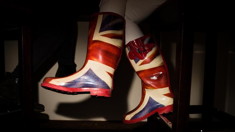 Madeleina Kay: Bei ihrem Auftritt in Berlin trägt Madeleina Union-Jack-Gummistiefel. Stolze Britin und stolze Europäerin zu sein, ist für sie kein Widerspruch.