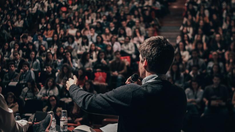 Podiumsdiskussionen: Lasst die Bühne beben!