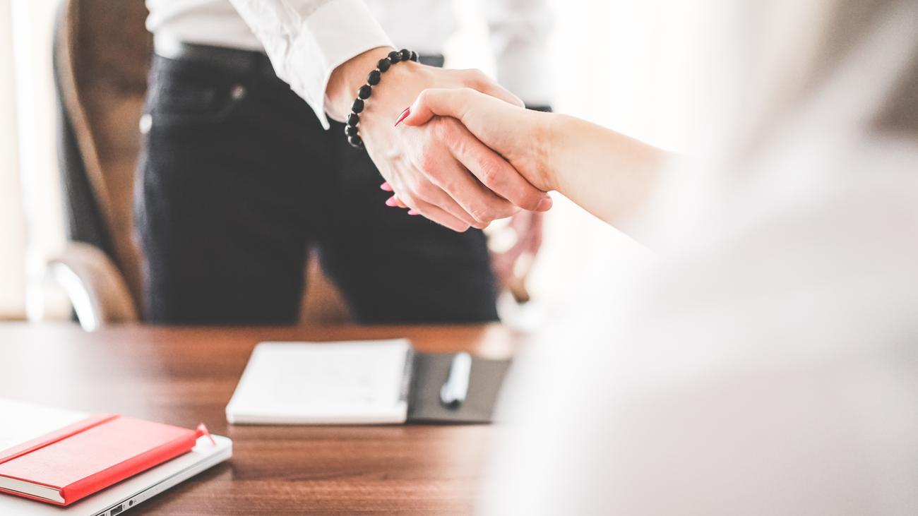 Bewerbung: Mit diesen fünf Tipps wird dein Job-Interview ein Erfolg ...