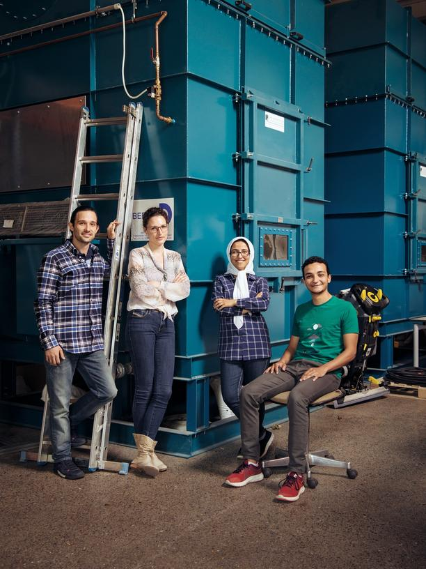 Research: Mateus Collares Weigert from Brazil, Anna Lena Baumann from Germany, Maryam Maleki from Iran, and Ahmad Abdalwareth from Egypt (l. to r.) gather in front of pollution-control devices in a lab in Goslar.