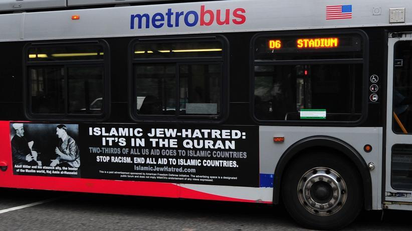 Meinungsfreiheit: Wer in Washington mit dem Bus fährt, erlebt womöglich eine Überraschung: Ein Werbebanner zeigt Adolf Hitler und Haj Amin al-Husseini und hetzt gegen Muslime. In Deutschland wäre die Kampagne verboten.