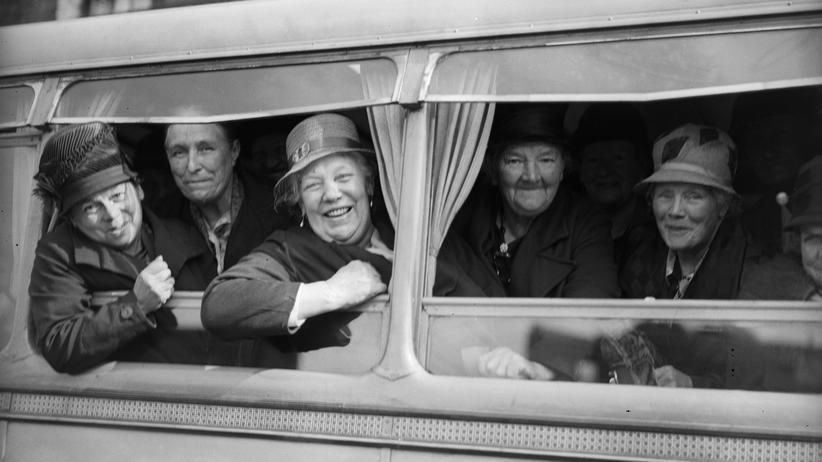 Alte Damen machen einen Ausflug