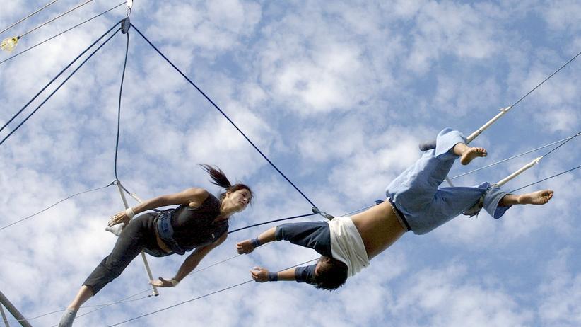 Mann und Frau am Trapez