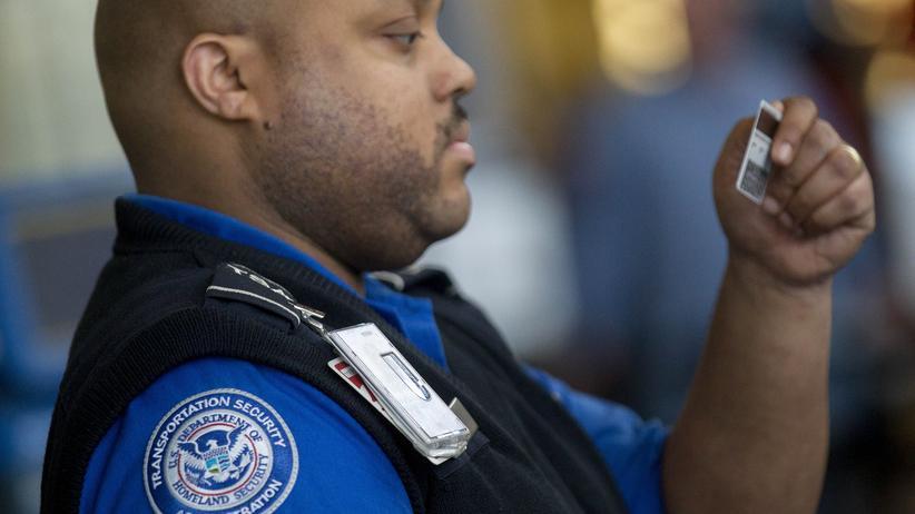 Ausweiskontrolle an amerikanischen Flughafen