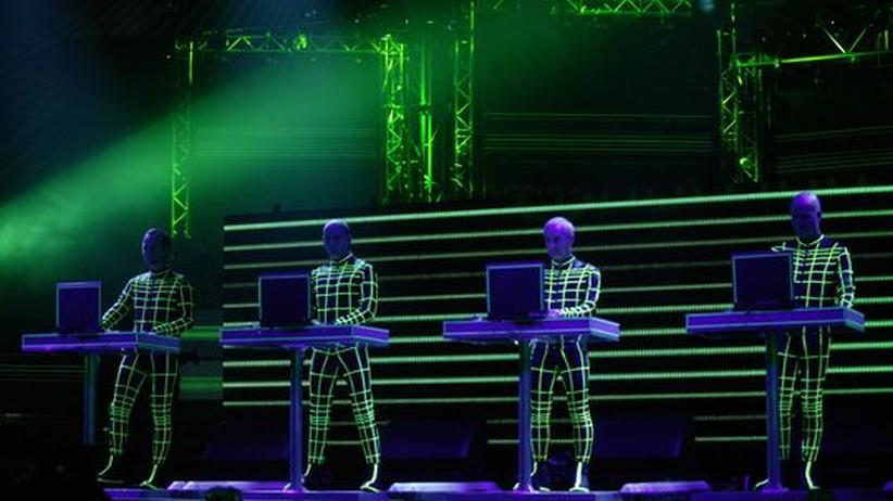 Cebit Sounds: Die Band Kraftwerk: Als Elektro-Pioniere bahnten sie der Chipmusik den Weg. Auf der Cebit Sounds fehlten sie