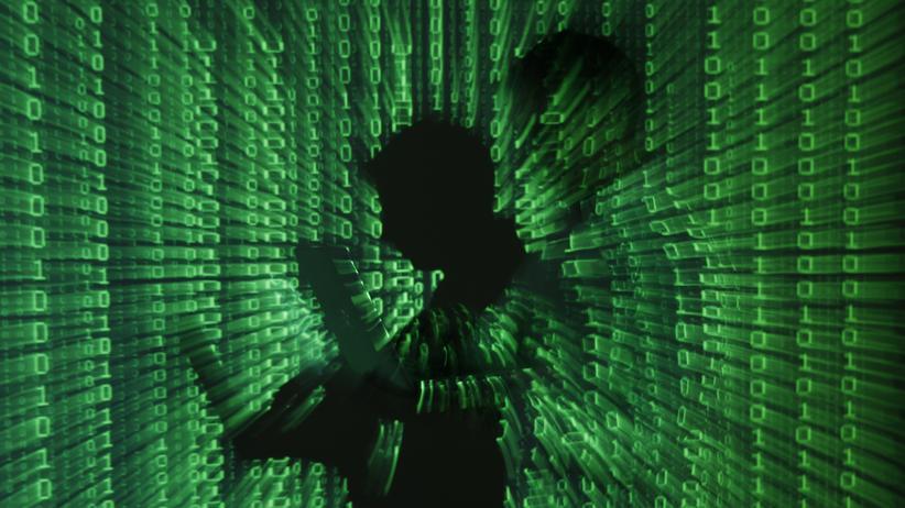 Internet-Kriminalität: Die Projektion eines Binärcodes in Warschau am 24. Juni 2013