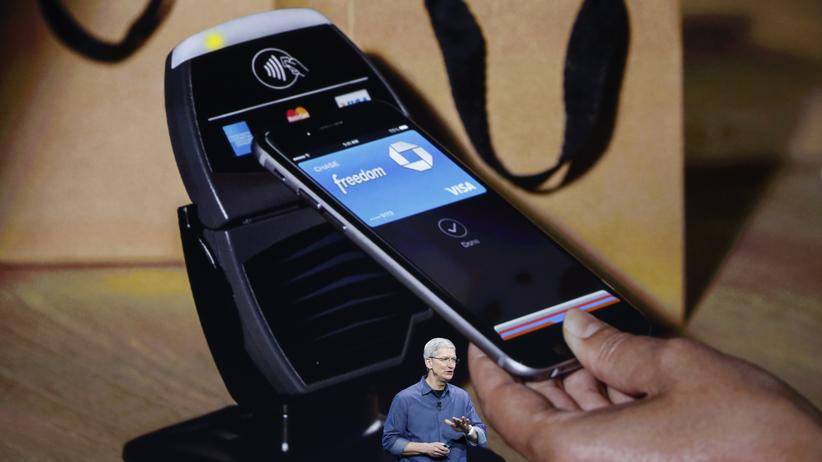 Apple Pay: Apple-CEO Tim Cook stellt das iPhone 6 und die Apple Watch vor.
