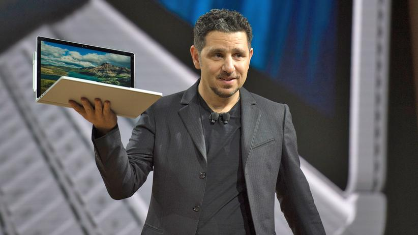 "Microsofts Gerätechef Panos Panay nannte das neue Surface Book ""den ultimativen Laptop"""