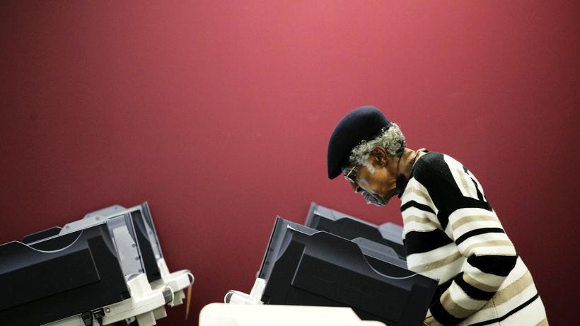 Wähler an einer Wahlmaschine in Toledo, Ohio