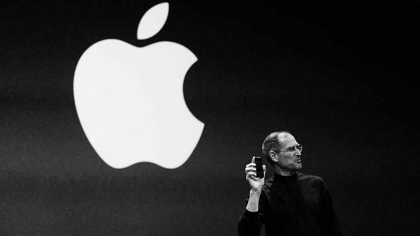 """Steve Jobs präsentiert ein """"bahnbrechendes Internetkommunikationsgerät""""."""