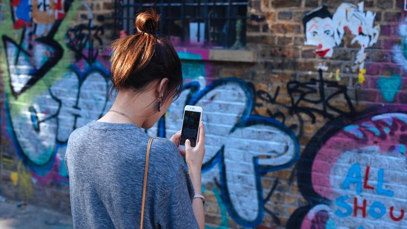 Verbraucherzentrale: Mehr als eine Milliarde Menschen nutzen den Kurzmitteilungsdienst WhatsApp.