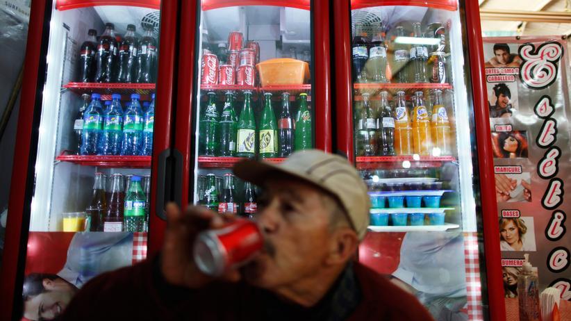 Überwachung: In Mexiko gibt es eine Steuer auf Softdrinks – und mächtige Gegner dieser Steuer.