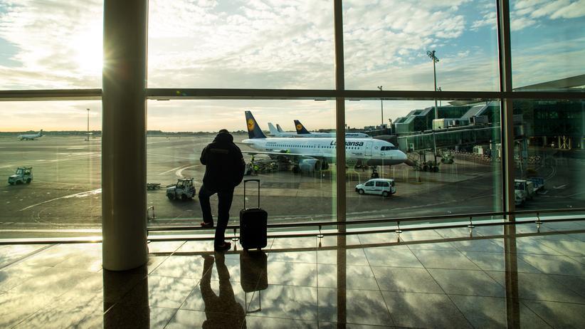 US-Präsidentschwaftswahl: Der Flughafen in Barcelona, wo der russische Informatiker festgenommen wurde