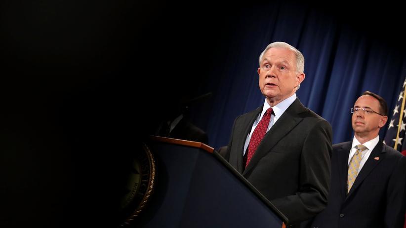 AlphaBay: US-Justizminister Sessions bei der Präsentation der Ermittlungsergebnisse zum Darknet