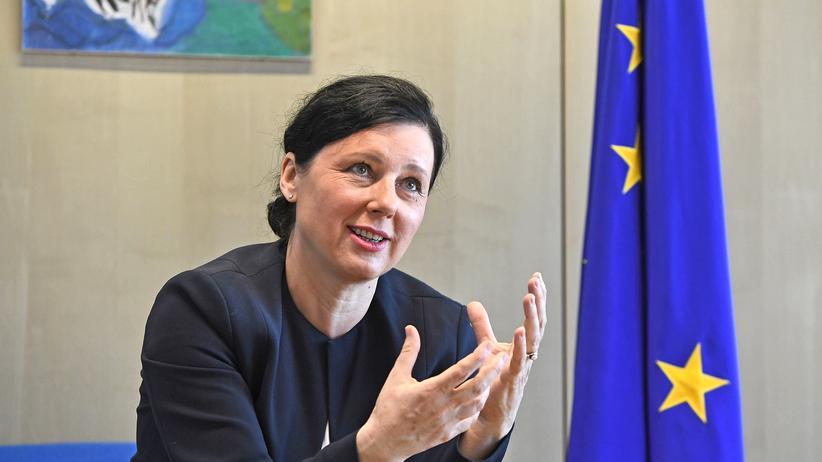 Věra Jourová: Věra Jourová ist seit 2014 EU-Kommissarin für Justiz, Verbraucherschutz und Gleichstellung.