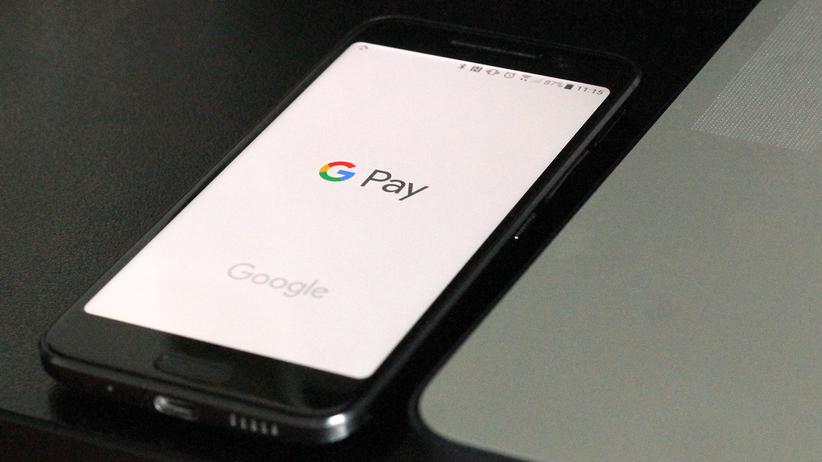 Bezahldienst: Ein Smartphone mit Google Pay