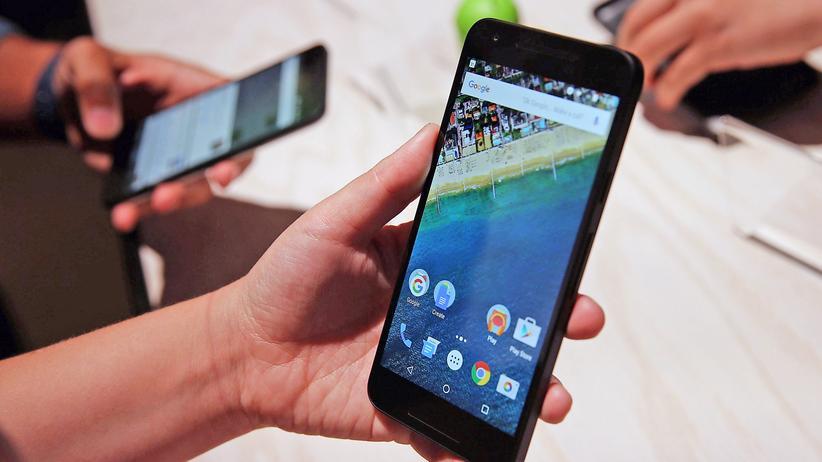 Rekordstrafe für Google: Das Unternehmen soll mit seinem Betriebssystem Android gegen Wettbewerbsrecht verstoßen haben.