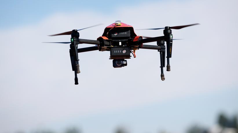 Drohnen: Diese Drohne, eine DJI Matrice 100, sieht zwar finster aus – doch sie macht sich nützlich im Dienste der Feuerwehr von Los Angeles. Das Fire Department beobachtet damit Waldbrände.