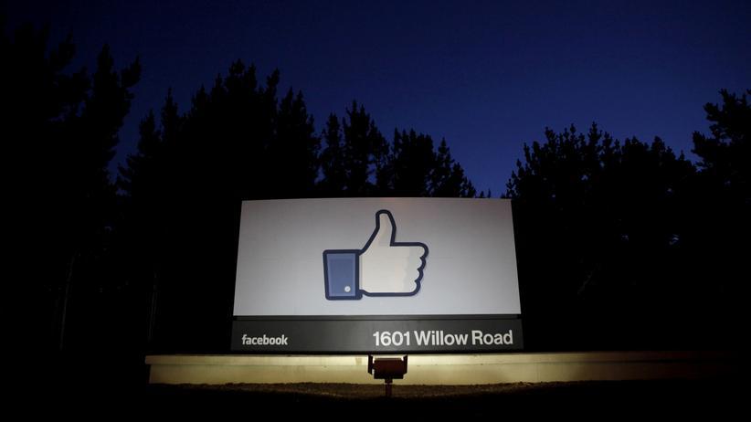 Social Media: Top, es läuft bei uns (jetzt auch beim Löschen von Propagandaseiten): Das signalisiert Facebook schon am Eingang der Firmenzentrale in Menlo Park.
