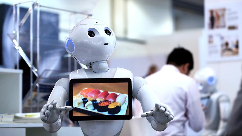Digitalisierung: Der humanoide Roboter Pepper auf der Cebit 2017