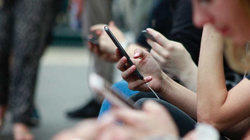 Doxing: Doxer veröffentlichen private Informationen wie die Adresse oder die Handynummer einer anderen Person im Netz. Doch die Täter bilden keine homogene Gruppe aus isolierten Jugendlichen: Jeder und jede kann Doxer oder Doxerin werden.