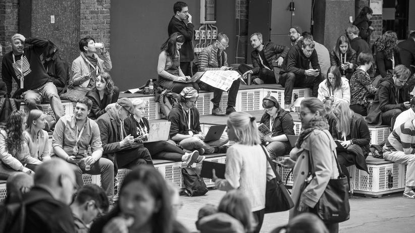 Re:publica: Leg doch mal das Ding weg: Besucherinnen und Besucher der Digitalkonferenz re:publica 2019