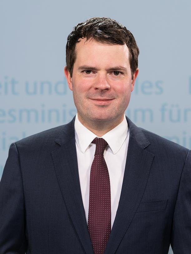 Künstliche Intelligenz: Björn Böhning ist Staatssekretär im Bundesministerium für Arbeit und Soziales, wo das KI-Observatorium angesiedelt ist.