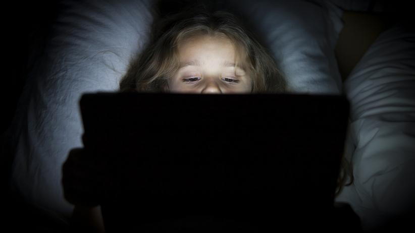 Medienkonsum von Kindern: Tablets vor dem Schlafengehen zu nutzen, ist keine gute Idee.